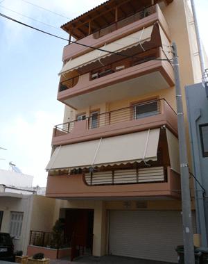 Τετραόροφη πολυκατοικία